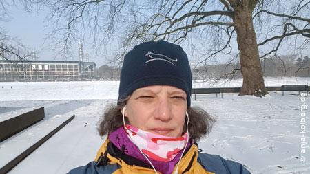 Walking am Kölner Fußballstadion in Müngersdorf